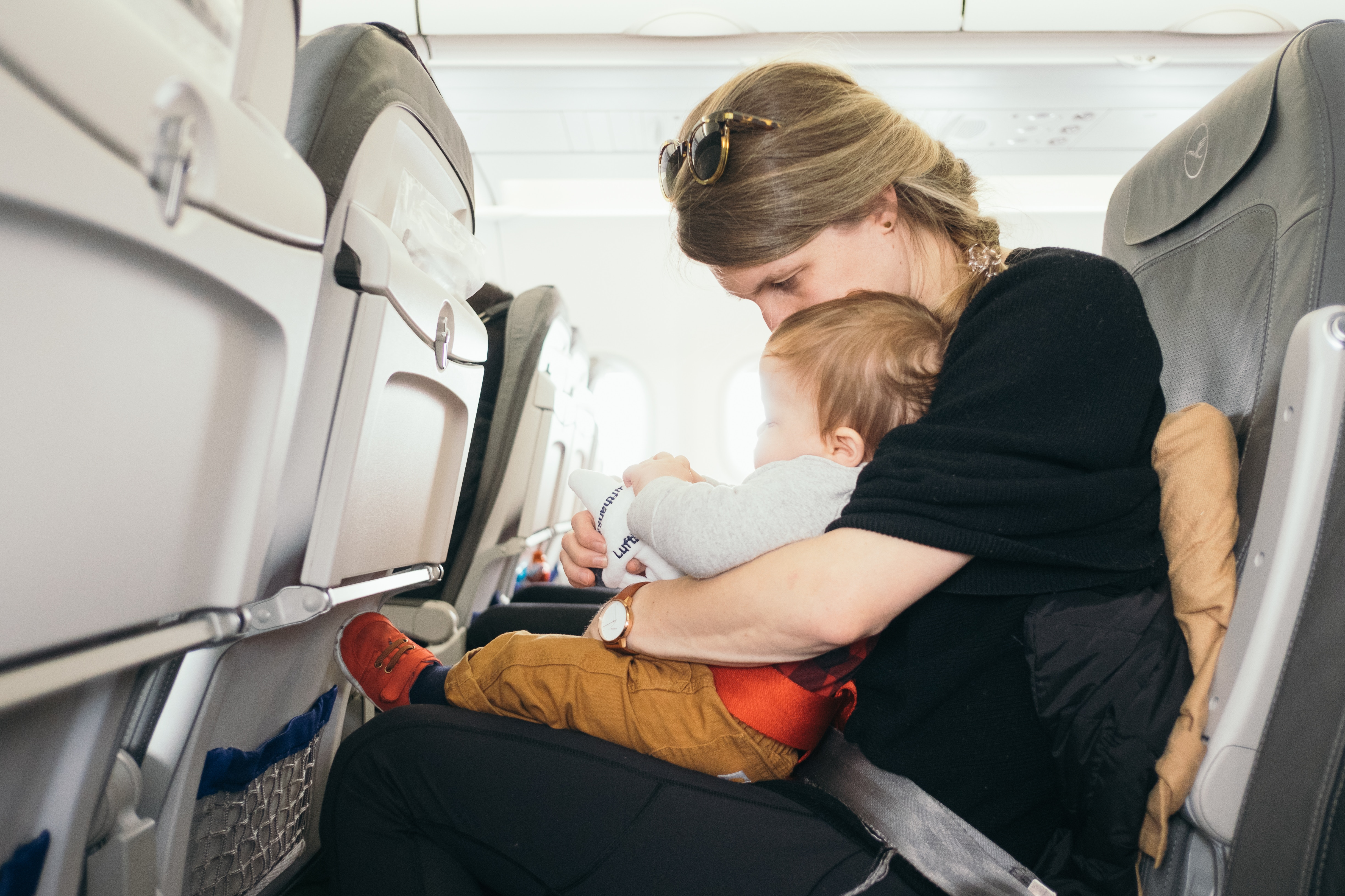 Baby on an airplane. Preparing your baby for jet lag