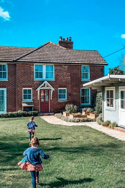 Garden view of Spindle cottage. A family friendly cottage in the New Forest.