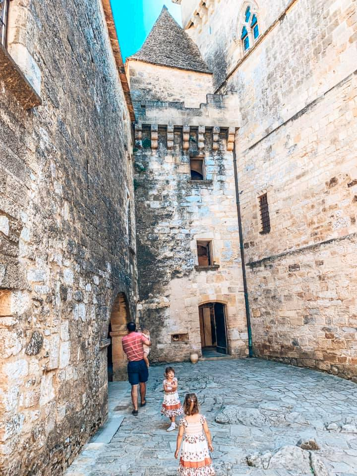 Chateau de Castelnaud daddy and children looking around the castle