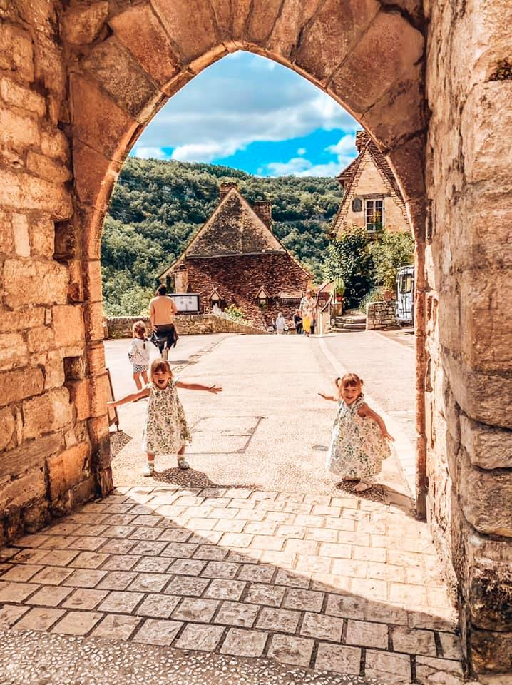 Rocamadour village with twins posing for a photo under the archway