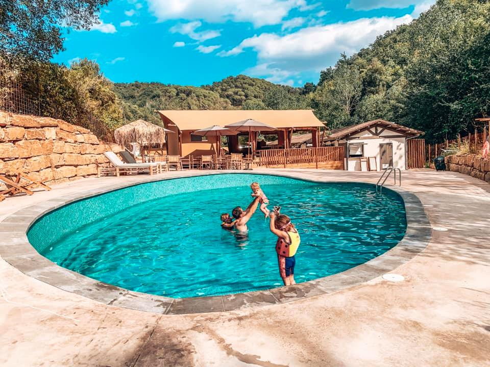 Can Bora Safari lodges swimming pool in Spain with children playing in the water