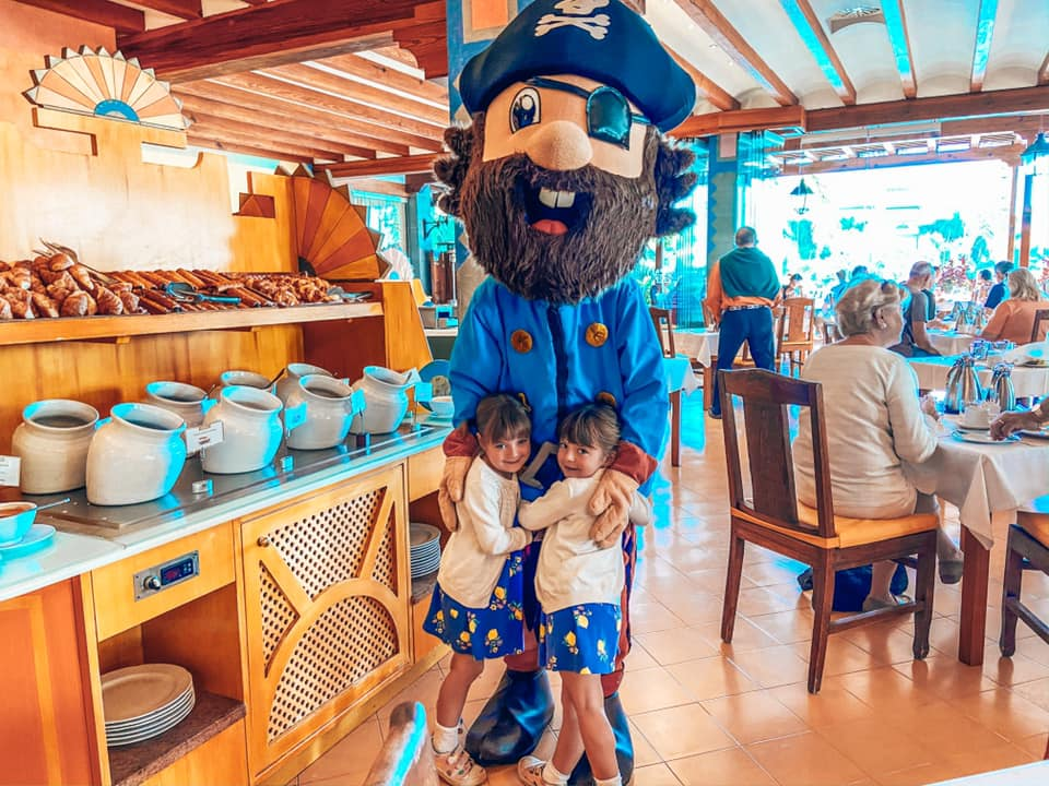 Hookie the pirate with twins at breakfast in the Princesa Yaiza