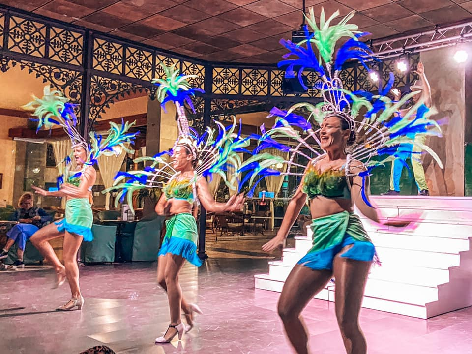 Evening entertainment at the Princesa Yaiza - girls dancing at the around the world show