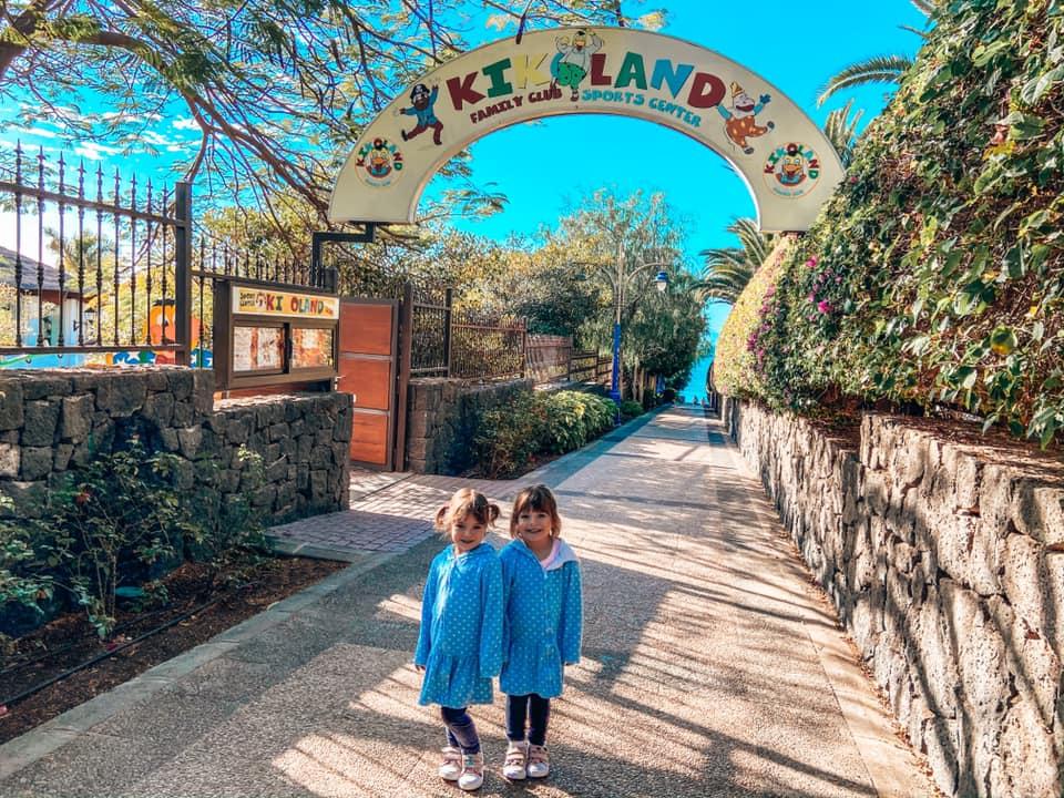 Twins waiting to go into the Kikoland kids club