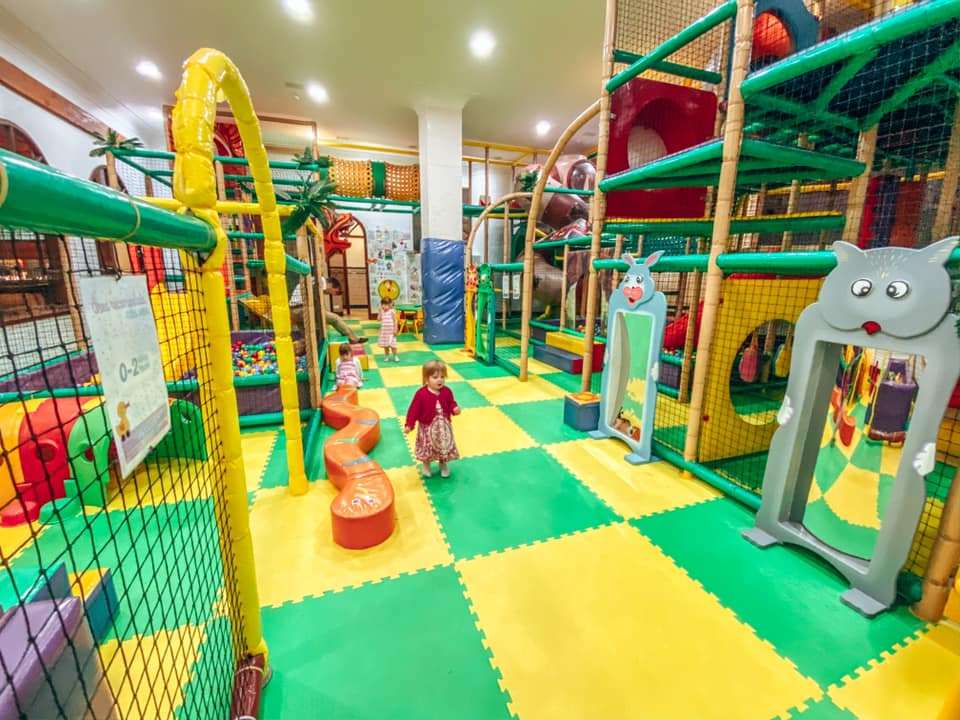 Children playing in the soft play area in the Princesa Hotel