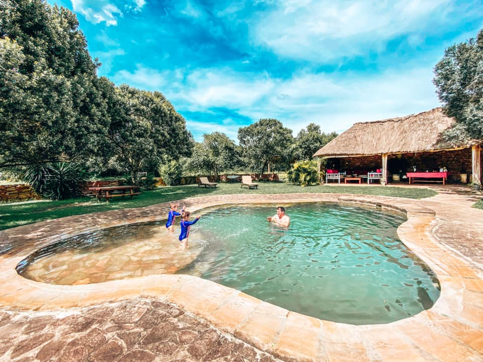 Swimming pool at House in the Wild with two children swimming with their daddy