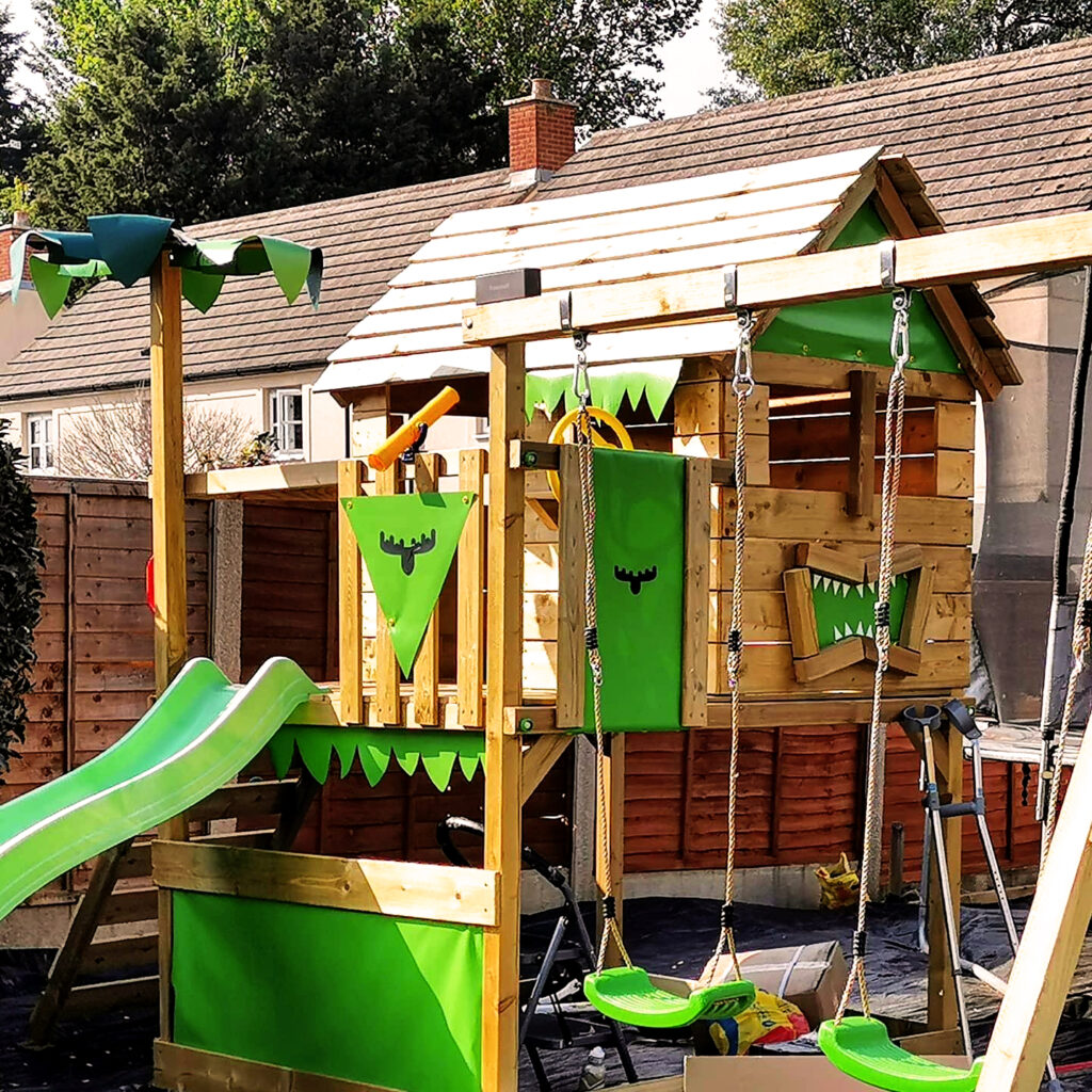 Wooden FATMOOSE swing set with green accessories