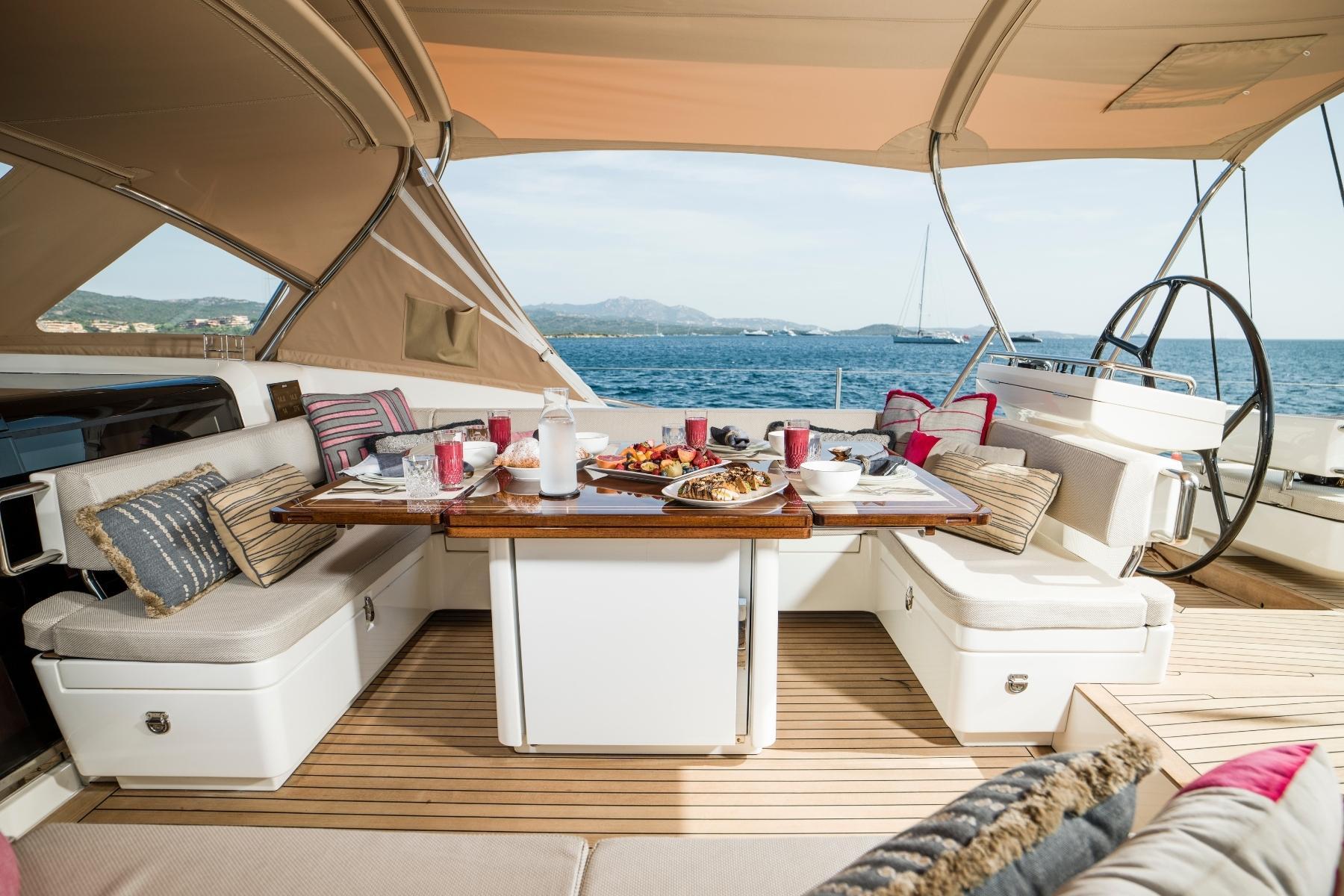 Sailing-Yacht-Exterior-Cockpit